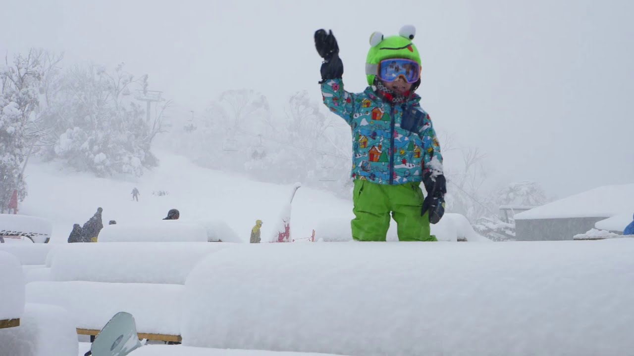 "The ""DEFENDER"" Storm | 85cm of Fresh Snow"