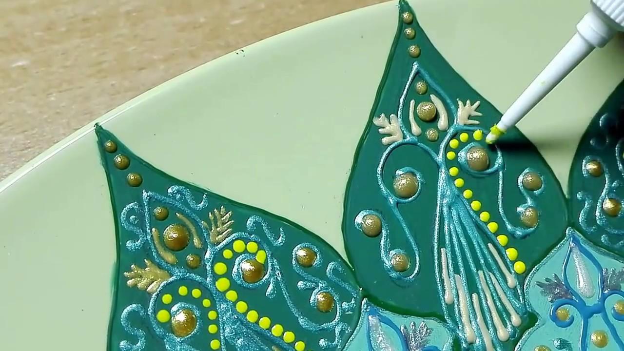 Магазины уютерра предлагают приобрести различные тарелки декоративные, которые украсят кухню и сделают ее интерьер индивидуальным.