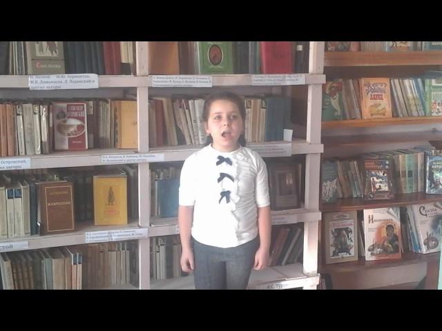 Изображение предпросмотра прочтения – РипсимеМартиросян читает произведение «Мартышка и зеркало» И.А.Крылова