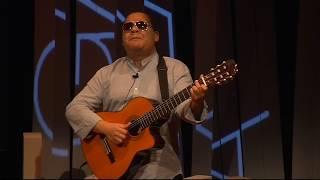 ¿Cómo imagina la música una persona ciega?   Gladston Galliza   TEDxUPValència