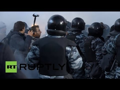 В Киеве начались столкновения бойцов «Беркута» с протестующими