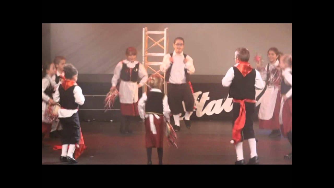 Italofolies 2012 - Le groupe des Italofolies - Tarantelle des enfants.mpg