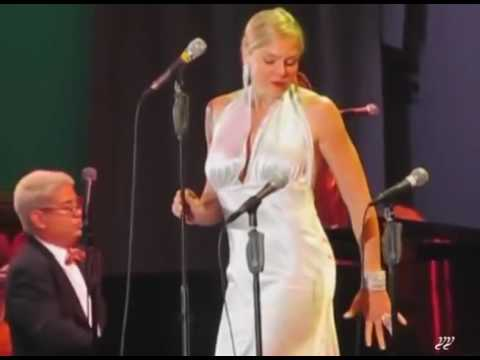 American Woman Sings Iranian Song From Elahe