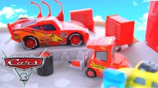 Disney Cars Piston Cup Race Lightning Mcqueen Pit Stop Thunder Hollow Speedway Derby Miss Fritter