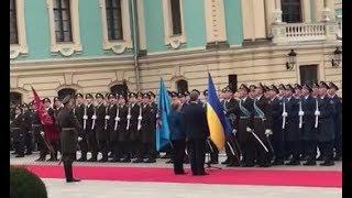 Меркель по-украински приветствовала военный караул в Киеве