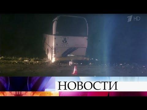 Видео В Краснодарском крае автобус, ехавший из Анапы в Ярославль, врезался в дерево.