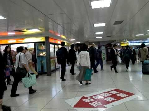 """Tokyo Station Evening Transit Area"" (100601Tu-1833)"