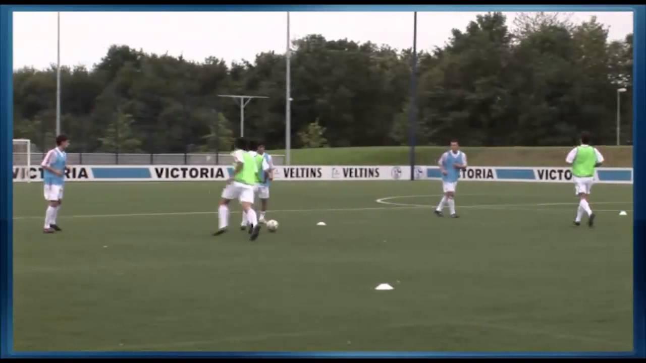 Fussball Training Mit Der U19 Fc Schalke 04 Hinterlaufen Im Aufwarmprogramm