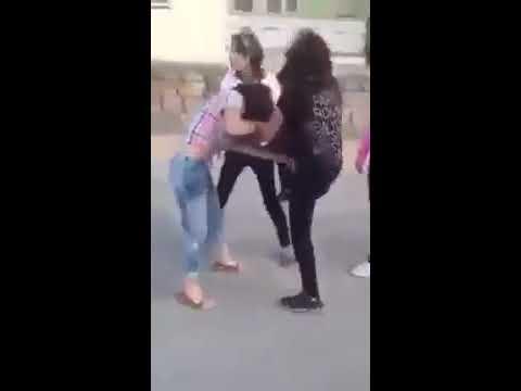 Türk Kızları Saç Başa Kavga EdiyorlarKüfür İçerir  Sokak Kavgaları 2017