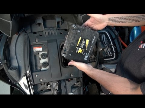 Can-Am Spyder RT - Changer Batterie 2010 -2012 - Spyder TV - YouTube