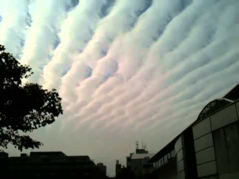 Earthquake Clouds? Tokyo November 10th 2011