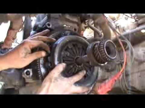Как поменять диск сцепления в двигателе ВАЗ 21083. Сделай Сам .