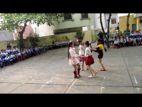 học sinh trường tiểu học VTS nhảy chacha