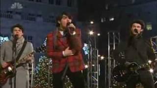 Jonas Brothers  Girl Of My Dreams - Christmas at Rockefeller Center (HQ)