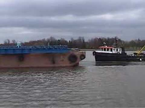Tugs towing barge on River Clyde (www.clydeboatyard.co.uk)