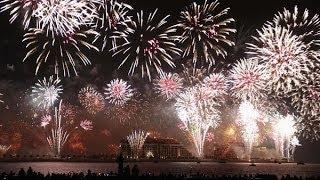 Новогодний салют в Дубае вошел в Книгу рекордов Гиннеса.(Салют состоял из 450 тысяч фейерверков и длился шесть минут. Залпы производились из 400 точек, расположенных..., 2014-01-02T11:41:27.000Z)