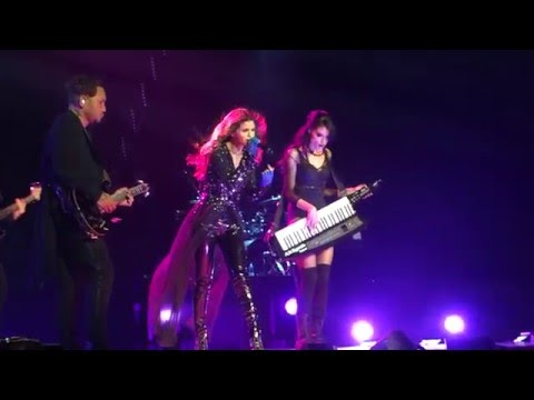 Selena Gomez Sings I Love You Like A Love Song during the Revival Tour at Rogers Arena in Vancouver. http://bit.ly/2BuUAGT