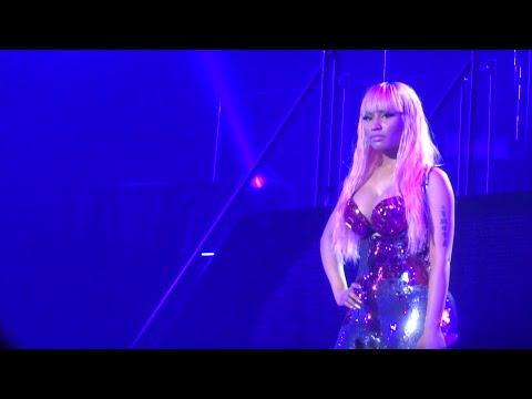Nicki Minaj - The Night Is Still Young (Live) @ Paris (26.03.2015) HD