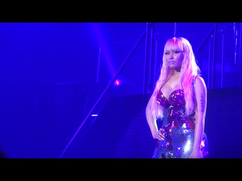 Nicki Minaj - The Night Is Still Young (Live) @ Paris (26.03.2015) HD