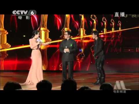 周杰伦 (Jay Chou) 和成龙 (Jackie Chan) 现场接受主持人采访_第三届北京国际电影节