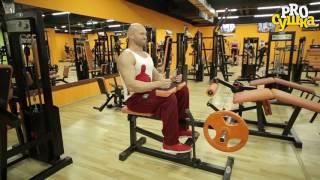 Подъем на носки сидя в тренажере для икроножных мышц