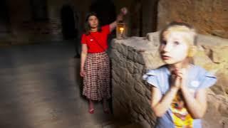 Цесис. Внутри старого замка. Ходим с лампами как в старину!