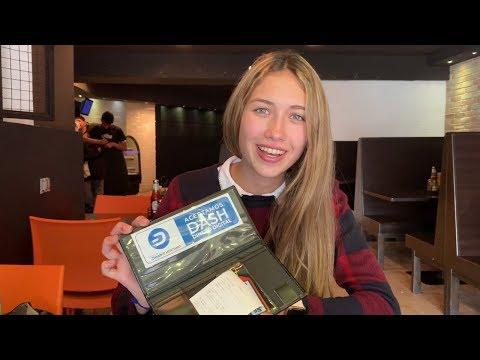 Isabel pays with Dash at Araxi Burger in Las Mercedes, Caracas, Venezuela