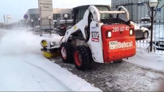 угловая поворотная щётка(Работа минипогрузчика Bobcat S175 с угловой поворотной щёткой. Услуги по уборке снега в красноярске., 2014-01-28T11:29:27.000Z)
