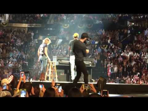 Luke Bryan and Carrie Underwood Play it again live in Nashville