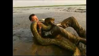 Zapętlaj Man Fights and Defeats Anaconda | John Jones