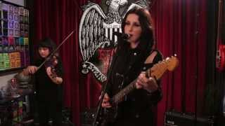 "Chelsea Wolfe - ""We Hit A Wall"" Ernie Ball Set Me Up"