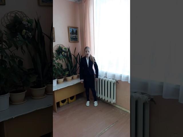 Изображение предпросмотра прочтения – ЕлизаветаЧижова читает произведение «Мартышка и очки» И.А.Крылова