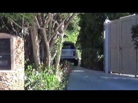 X17 EXCLUSIVE - Gwyneth Paltrow Arrives At Ex Chris Martin's Home
