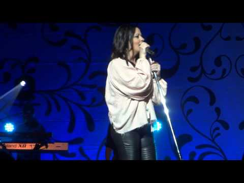 "2017 HD of Sara Evans ""I Could Not Ask for More"" and ""Real Fine Place"""