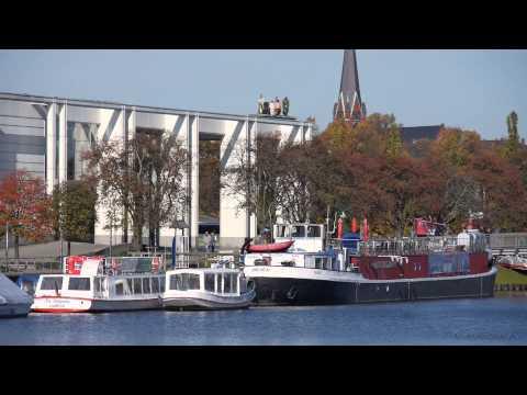 Lübeck, Untertrave, Musik- und Kongresshalle, Theaterschiff - Full HD (1080p) Videobild