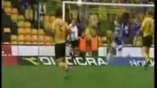 Жестокая травма в футболе(Еще больше видео смотри на http://smotrimvideo.com/?a_aid=676&a_bid=3 Все для развлечения http://rasslabuha.ucoz.com/, 2009-10-23T11:41:52.000Z)