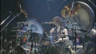 2005年に再結成したSHOW-YAのNHKホール復活ライブでの角田美喜(ミッタ...