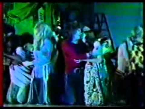 Hair (Smothers Brothers Show 1968) - Let the Sunshine In(lyrics)