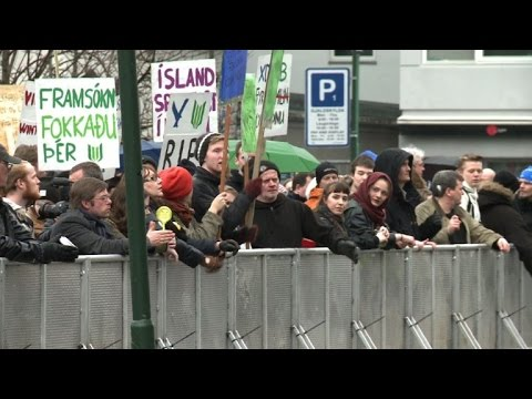 New Iceland government takes over, protests continue