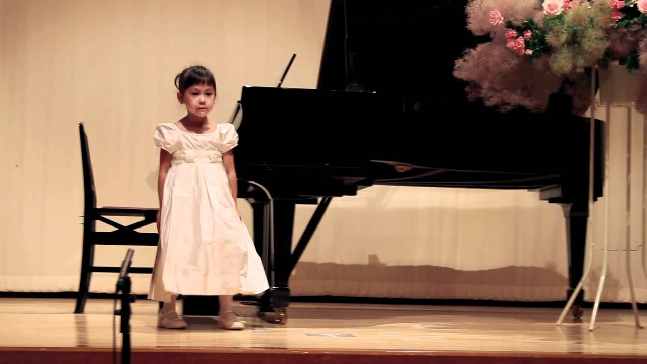 how to put on a piano recital