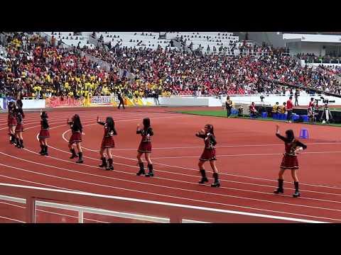 JKT48 menghibur supertor dalam laga persahabatan FC Bhayangkara Vc FC Tokyo