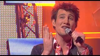 "Eric singing ""Ik bel je zomaar even op"" by Gordon - Liveshow 5 - Idols season 2"