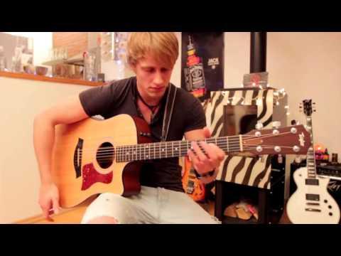 Парень просто мочит гитару
