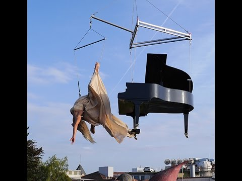 Flying Piano showact - classical music - Aerial Act performance