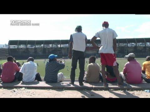 Douala, la passion du ballon : documentaire (2011)