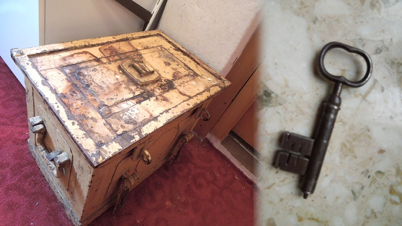 German Woman Finds Her Grandaunt's Shocking Belongings in a Safe in Her Attic | short story