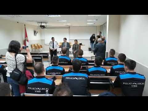 El alcalde Abel Caballero recibió esta mañana a los nuevos policías locales
