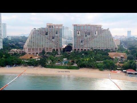 Centara Grand Mirage Beach Resort Pattaya / Pensri Methong
