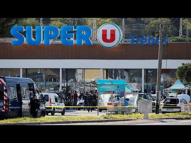 <h2><a href='https://webtv.eklogika.gr/omiria-se-soyper-market-sti-gallia-toylachiston-3-nekroi-2' target='_blank' title='Ομηρία σε σούπερ μάρκετ στη Γαλλία: Τουλάχιστον 3 νεκροί'>Ομηρία σε σούπερ μάρκετ στη Γαλλία: Τουλάχιστον 3 νεκροί</a></h2>