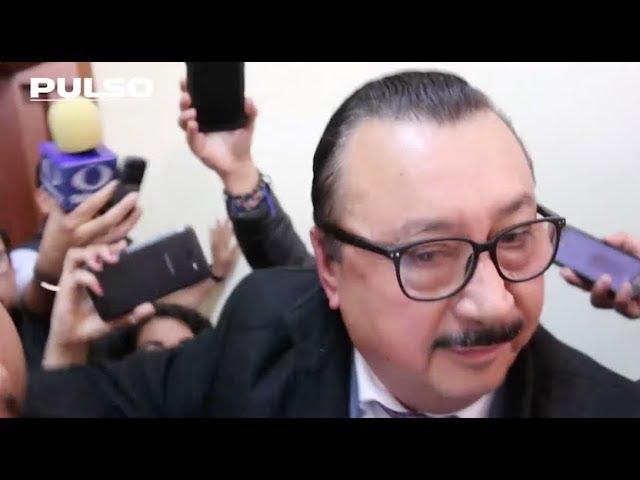 Diputado acusado de acoso huye de reclamos entre empujones: Congreso SLP